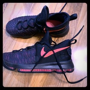 Girls Nike KD's Kevin Durant's basketball shoes 7Y